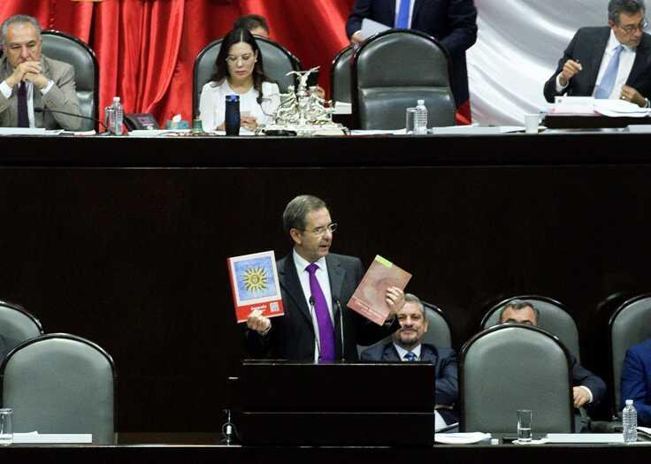 Ejecutivo y Legislativo se elogian mutuamente por logros educativos | La Crónica de Hoy