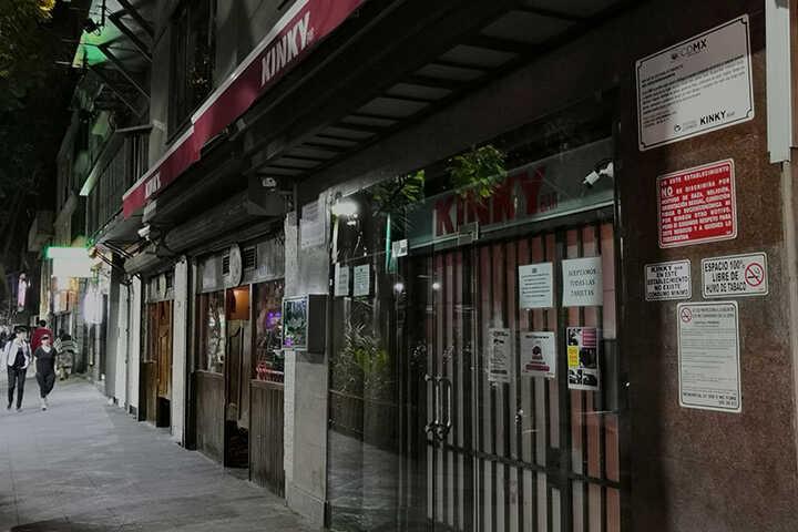 Peregrina María por dependencias para denunciar acoso sexual en el bar Kinky | La Crónica de Hoy