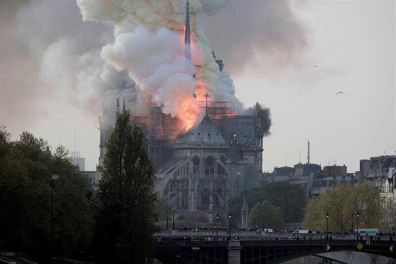 Se incendia la Catedral de Notre Dame en París | La Crónica de Hoy