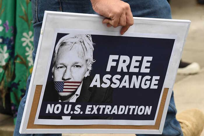 Ecuador dará a EU computadoras, celulares y documentos de Assange | La Crónica de Hoy