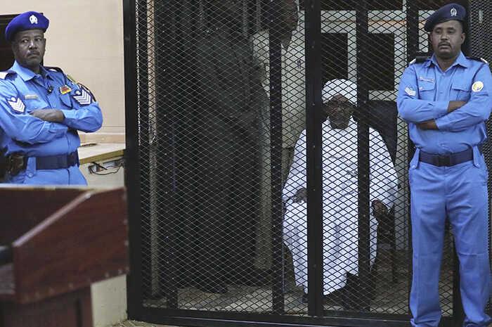 Condenan a exdictador de Sudán a dos años de cárcel, por corrupción   La Crónica de Hoy